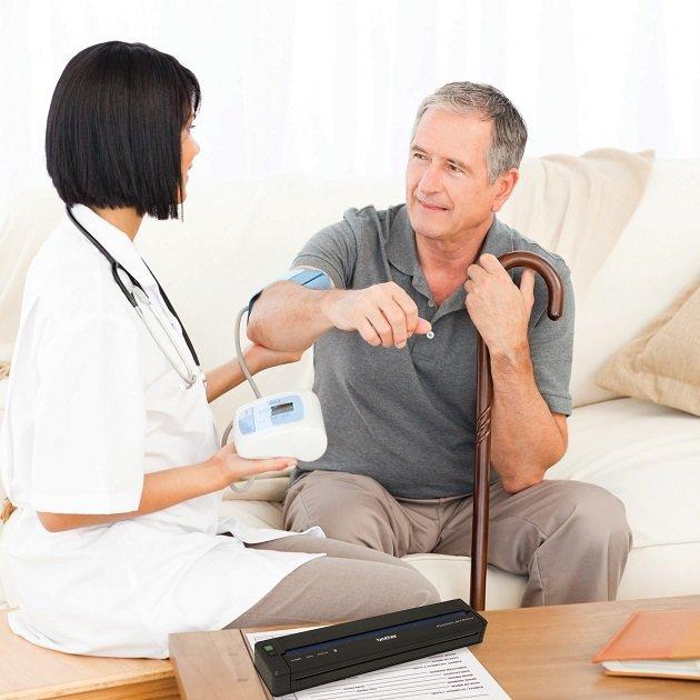 Cuidado de Enfermos en Sevilla - Persona cuidando a enfermos c10356e62c628